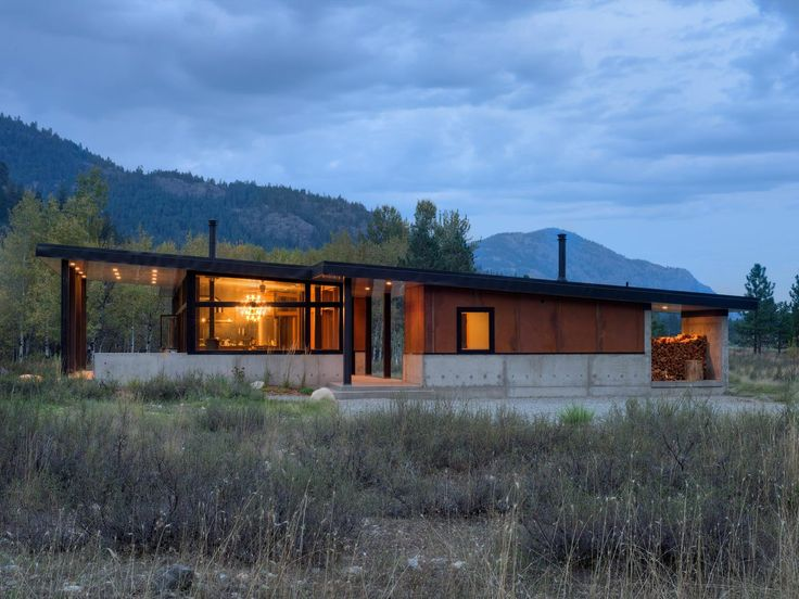 The Ranchero Is A Modern Ski Cabin Designed By CAST Architecture Nestled At  The Edge Of A Subalpine Meadow In The Small Community Of Mazama, Washington.