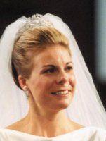 Prinses Laurentien draagt de bandeau á la Grèque op haar huwelijk