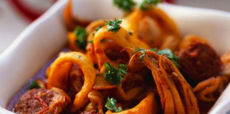 Calamars à la provençale (tomates, oignons, ail, graines de fenouil, safran en poudre, piment d'Espelette, persil, calamars, sel/poivre)