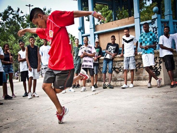 """""""A Batalha do Passinho - Os muleque são sinistro"""", tão aguardado documentário dirigido por Emilio Domingos, será exibido entre os dias 9 e 11 de outubro, a preços populares, durante o Festival do Rio."""