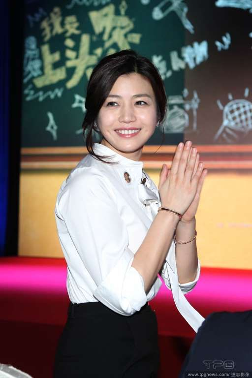 "Michelle Chen promoting her new movie ""38-Year-Old Grandpa""   http://www.chinaentertainmentnews.com/2016/04/michelle-chen-laughs-when-questioned.html"
