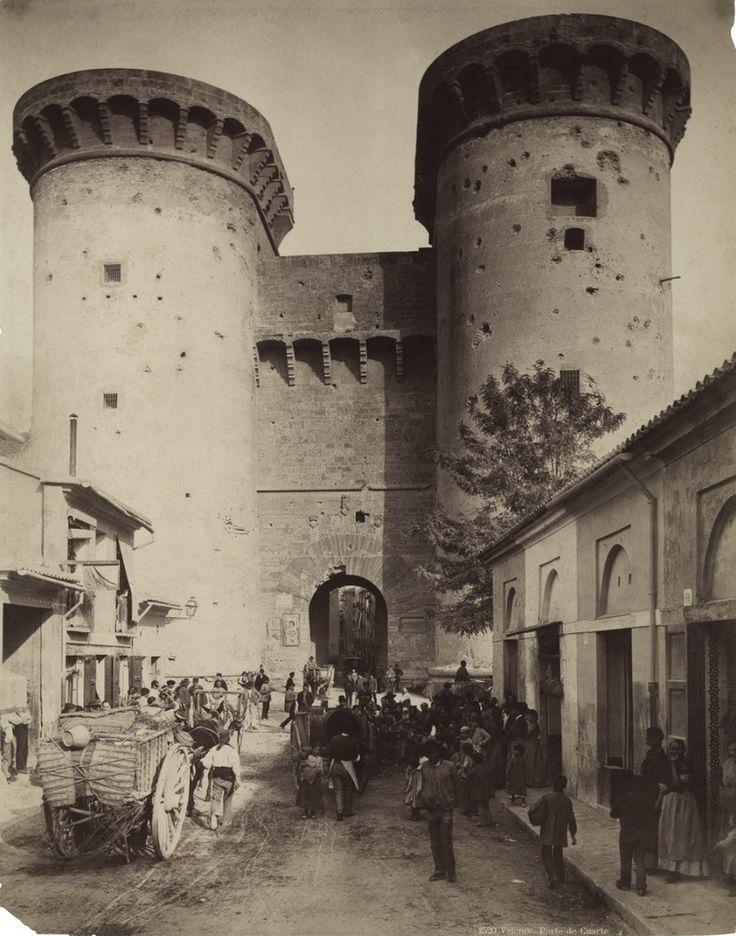 Entrada a la ciudad de Valencia por las torres de Quart en el año 1888.   Fotografía de J.Levy.       2013-Ángel M.