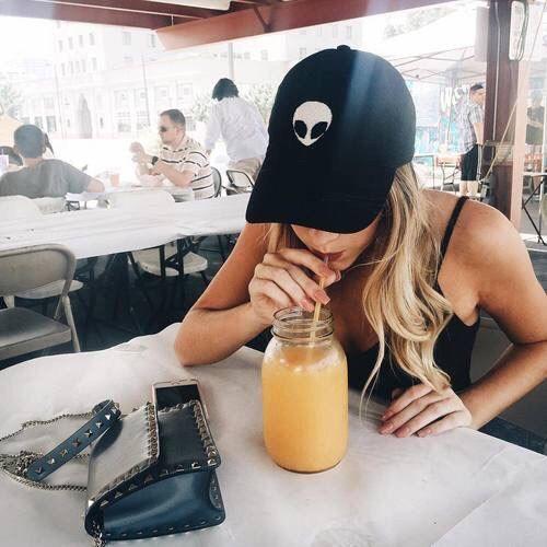 Японская диета на 7 дней http://qps.ru/TWqvR  ☺ Первый день: на завтрак вы можете выпить только чашку кофе, а сразу после пробуждения выпить стакан воды для улучшения пищеварения и вымывания шлаков и токсинов из организма;  на обед сварите 2 яйца, сделайте легкий салатик из пекинской капусты и выпейте стакан томатного сока, причем сок лучше всего делать дома, так как в состав покупного, как правило, входит соль, которая под запретом в японской диете на 7 дней, если же возможности делать сок…