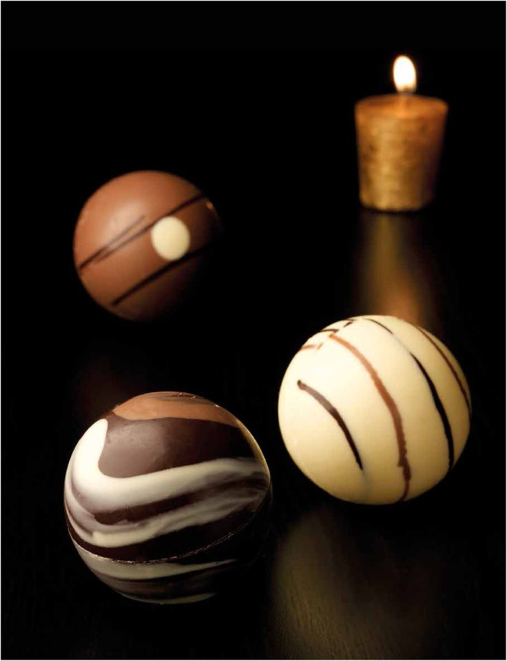Gardinis julgranskulor av choklad uttrycker bröderna Gardinis själ och andemening med deras choklad. Det är vackert, gott och experimenterande. #Gardini #choklad #Beriksson #jul #julkulor #juldekoration