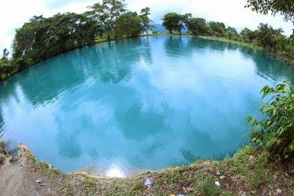 Danau Linting (linting lake) merupakan sebuah danau vulkanik dengan ukuran sekitar 1 hektar dan mengandung belerang sehingga warna airnya bewarna kehijauan. Apabila anda ingin berenang berhati-hatilah karena Danau Linting yang berlokasi di Kabupaten Deli Serdang memiliki kedalaman lebih dari 100 meter.