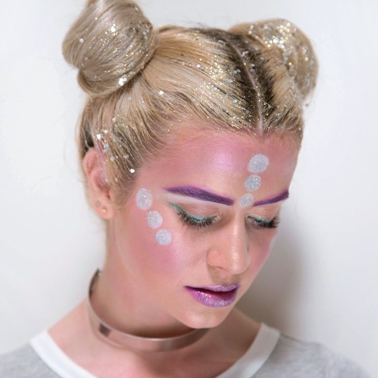 DIY: Glitter Roots + Alien Space Buns Halloween Tutorial ...