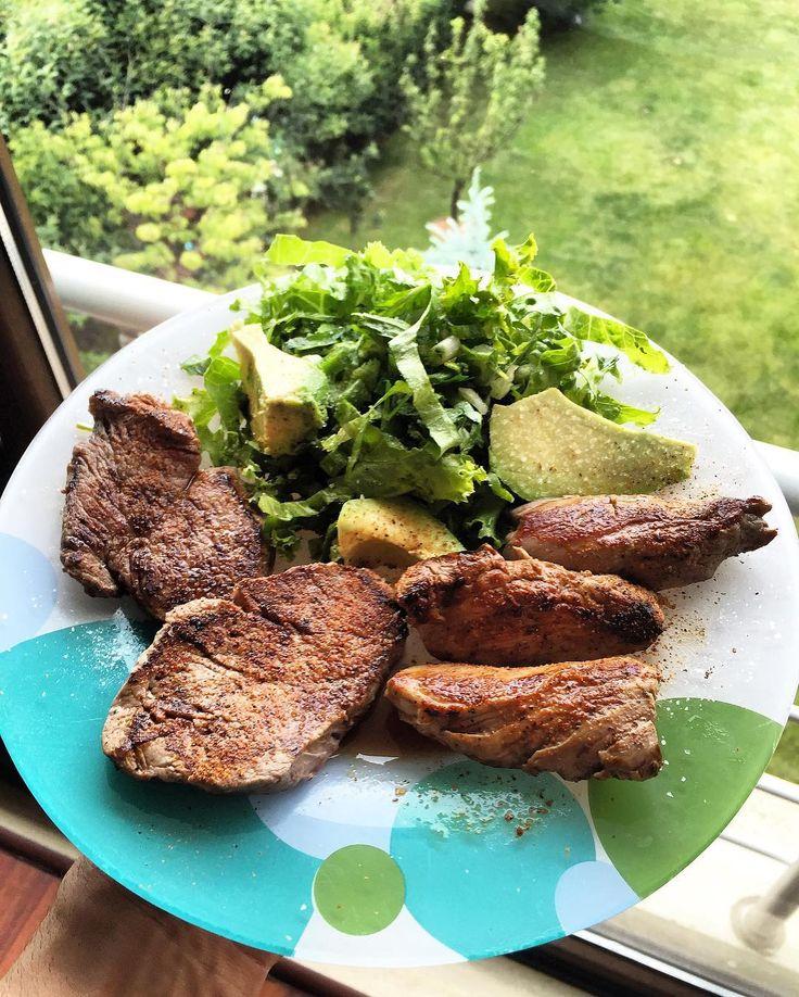 Dinner time Şimdi sırada akşam öğünü var.150 gr kuzu bonfile ve 125 gr dana bonfile soslandı hazırlandı pişirildi ve yemeğe hazır. Salatanın üzerine 1-2 parça küçük dilim avokado ekledim. Biraz avokado yağı 0 carb günlerinde yeterli Afiyet olsun.Herkese keyifli bir Cumartesi akşamı diliyorum  #lunch #istanbul #exercise #training #sixpack #health #squat #motivation #fit #fitness #bodybuilding #ripped #fatburn #nutrition #healthy #body #abs #determination #muscle #muscles #instafit #dedication…