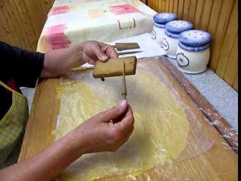 Tyúkhúslevesbe készíts csigatésztát! http://szanter.blogspot.hu/ https://www.facebook.com/kenyereskalacs?ref=hl