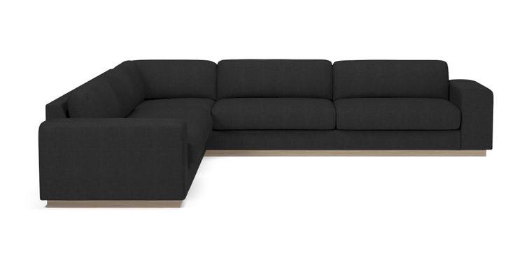Sofaserien Sepia tar den italienske lounge-stilen hjem i stuen. Her går sittekomfort og kvalitetsmaterialer hånd i hånd med flotte detaljer. Sepia-sofaen fås i flere modeller og med et bredt utvalg av stoffkvaliteter og farger. Velg mellom to sittepute-kvaliteter. Gå for myke sitteputer og ryggputer med fjærfyll eller de fastere putene som er laget av kaldskum og som derfor ikke skal bankes så ofte. Som tilbehør vil seriens puff gi sofaen ekstra komfort.