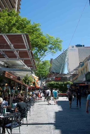 買い物や食事には最適!なんでも揃うと人気のクイーン ストリート モール。ブリスベン 旅行・観光のおすすめスポット!