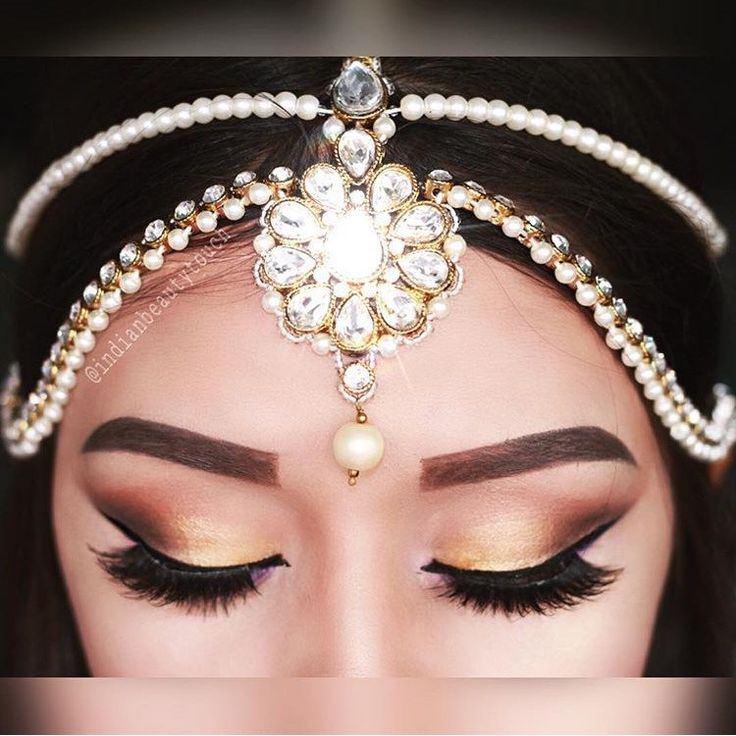 The stunning @indianbeautytouch wearing the Gold Matha Patti Headpiece. Comes with matching Hand piece and earrings.