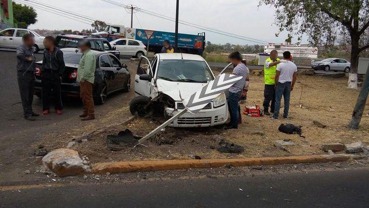 Daños materiales y seis heridos leves fue el resultado de un reciente choque entre dos automóviles sobre el Libramiento Norte, a la altura de la colonia Canteras de Morelia, sitio ...