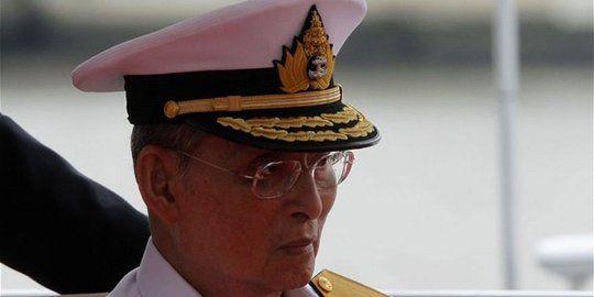 Usai cuci darah kesehatan Raja Thailand malah tidak stabil - merdeka.com
