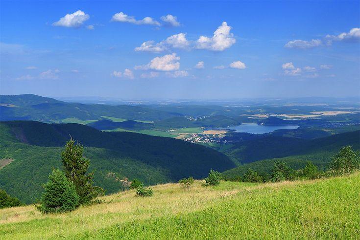 Výhľad z kopca Jasenie smerom na priehradu Ružiná. Viac foto vo výlete: http://www.podmevon.sk/vylet/priehrada-ruzina-cez-slatinske-lazy