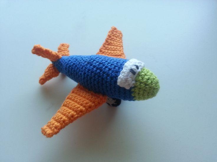 Hæklet flyvemaskine - Happy Little Plane  Free pattern!  #crochetplane #plane #hækletflyvemaskine