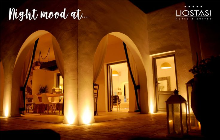 Mood lights set the atmosphere for a beautiful night at Liostasi!