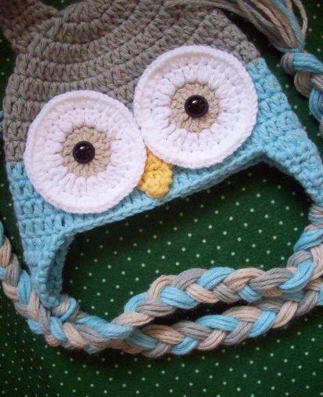 Gorro divertido de coruja nas cores azul claro, bege e cinza Valor do gorro para crianças de até 2 anos *u* R$ 52,00