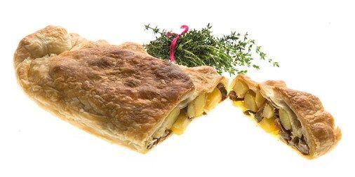 Altro piatto eccezionale. Patate funghi e pasta sfoglia. E' molto semplice ma buonissimo in abbinamento una cremina di formaggio.