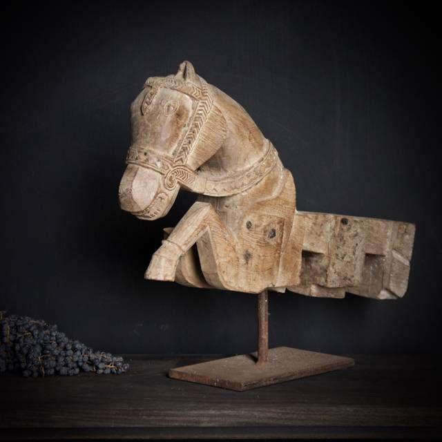 Oud Uniek houten paard op ijzeren standaard Uniek item