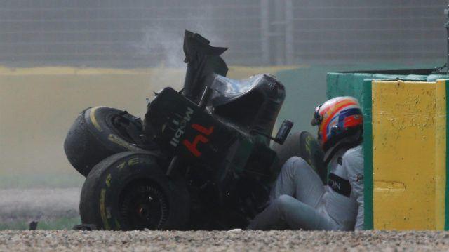 Race retiree Fernando Alonso (ESP) McLaren MP4-31 after his crash at Formula One World Championship, Rd1, Australian Grand Prix, Race, Albert Park, Melbourne, Australia, Sunday 20 March 2016. © Sutton Motorsport Images
