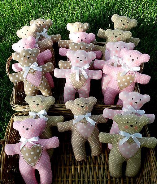 Vypľujem dudlík, odhodím plienku, maminka mi naleje mliečko ... a oslava mojich 1.narodenín môže začať! Textilný medvedík pre najmenšie deti, napríklad na oslavu či ako zábavka na svadbe......