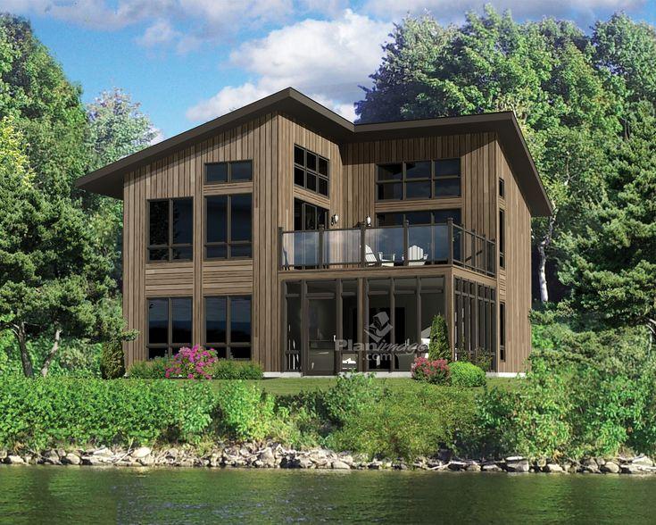 Idéal pour les amoureux de la nature, ce grand chalet est conçu selon une architecture urbaine, mais son revêtement en bois lui donne une apparence rustique.