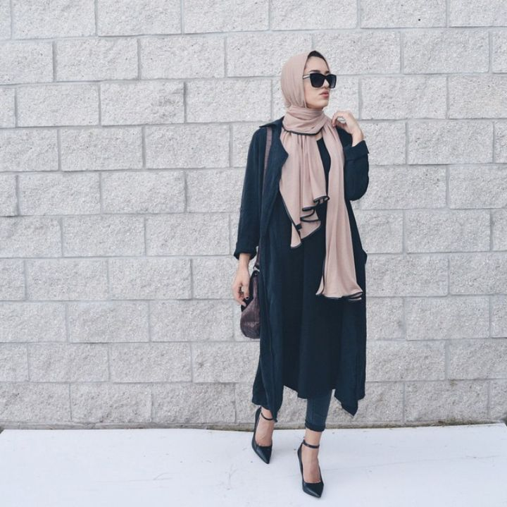 nude scarf/hijab navy coat jacket + long shirt + black skinny jeans + pointed toe ankle strap heels