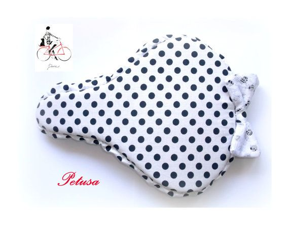 White and black polka dotted seat cover saddle by PetusaSelection