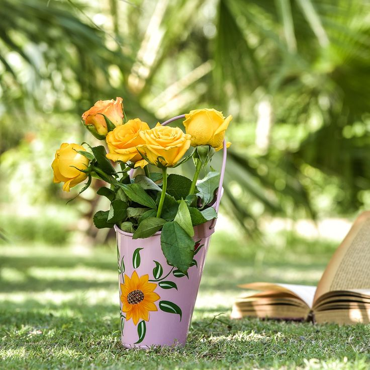 Handpainted planters sunflower- set of 3 #planters #plant #garden #flowers #shazliving #pinit #pinterest #leaves #gardening Shop at: https://www.shazliving.com/