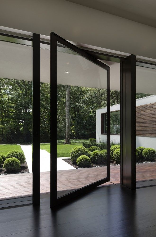 I'd love to replace those awful sliding glass doors with this. So clean and modern. New Canaan Residence / Specht Harpman