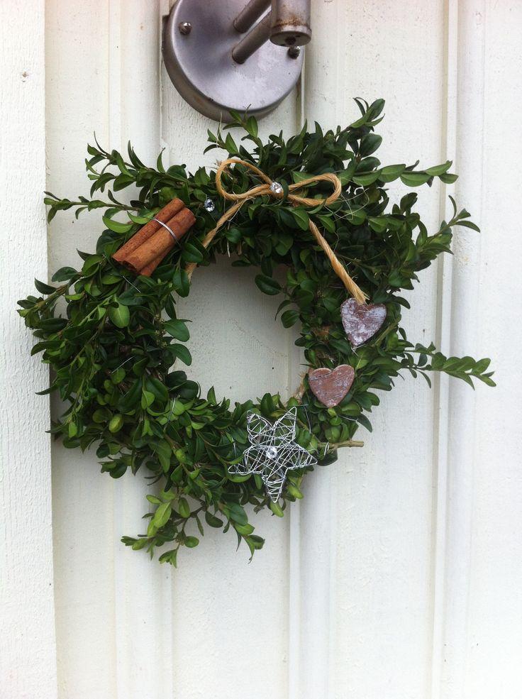 Enkel vägg krans vid ytterdörren=home made!!