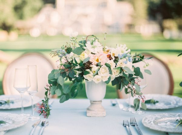 La Tavola Fine Linen Rental: Tuscany Ocean | Photography: Hannah Suh Photography, Planning & Design: Gigi Mallatt Events, Floral Design: EV Floral Design, Venue: Meadowood, Rentals: Encore Events Rentals