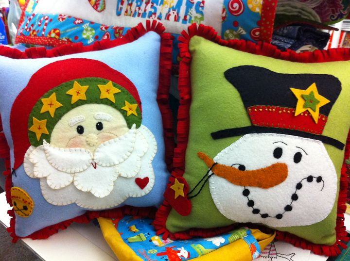 felt santa patterns | Sweet felt pillows for your couch or bed! This delightful Santa and ...