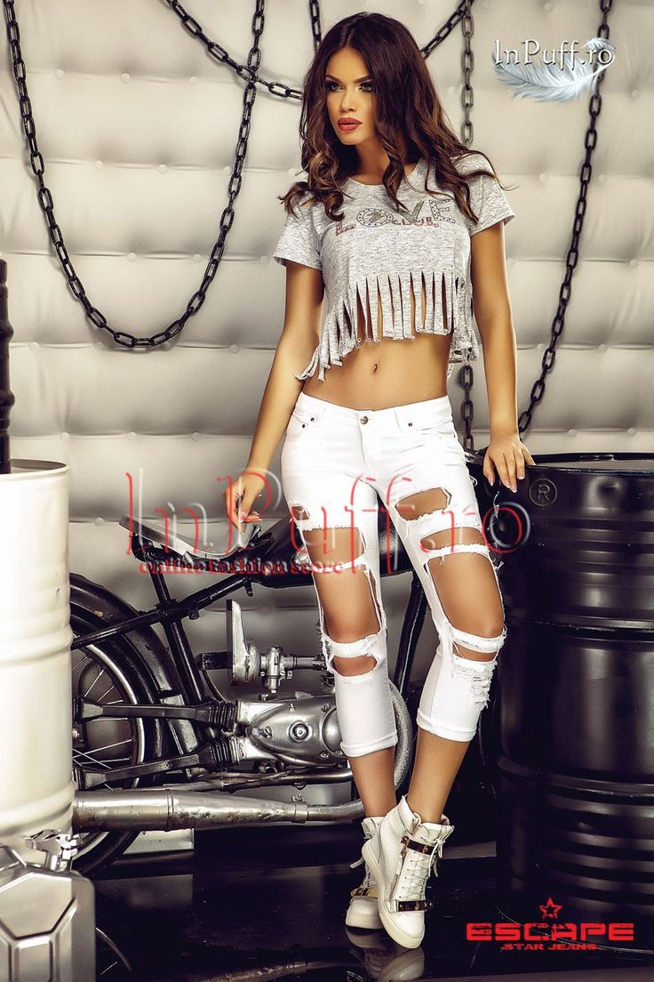 Blugi albi trei sferturi cu rupturi pe fata  Blugi slim elastici albi 3/4 croi modern cu rupturi pe fata blugi de vara albi trei sferturi buzunare la spate compozitie: 98% bumbac, 2% elastan made in Romania  Rafata-te InPuff cu cel mai moderni blugi de vara!