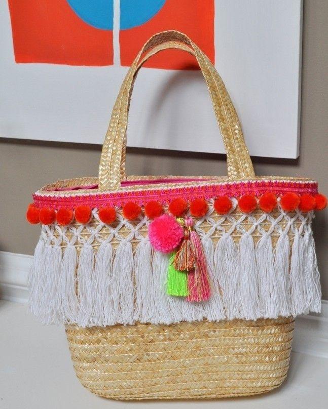 Bom domingo para você aproveita os aviamentos que você tem em casa para customizar a sua bolsa de palha. #inspiração #bolsa #palha #artesanato #renda #aviamentos #euamofazerartesanato
