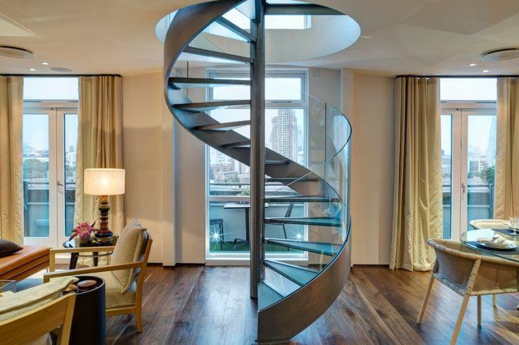 Escalier hélicoïdal comme élément décoratif à la maison