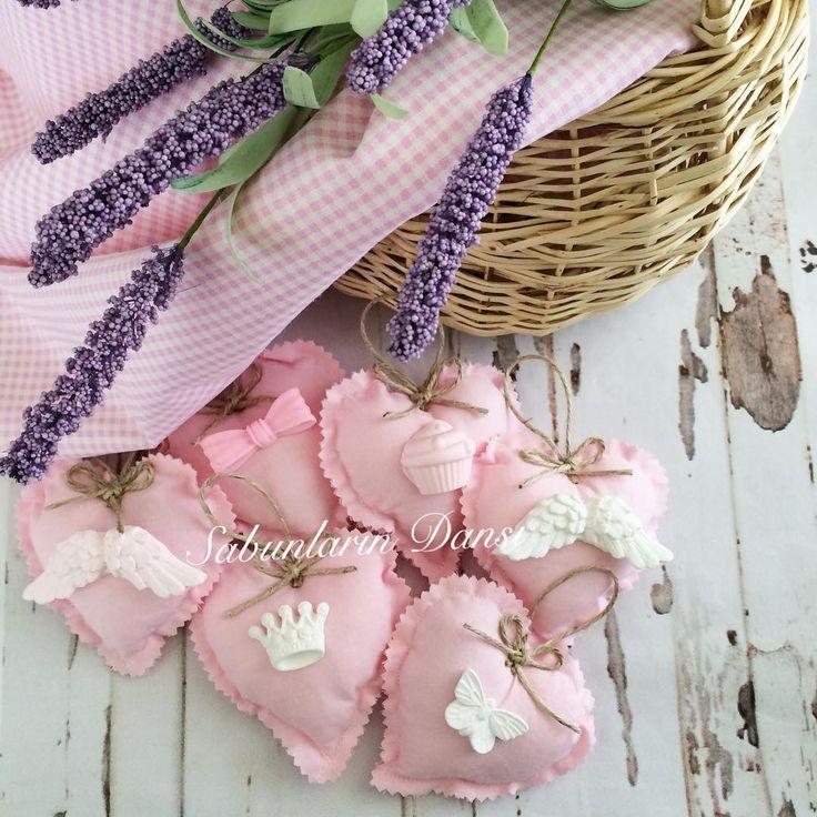 Taşlı keselerim  #handmadegifts #vintage #kapısüsü #kapıkolusüsü #pastel #home #homesweethome #sweet #sweethome #likeforlike #kese #lavanta #beautiful #cute #evim #handmade #handmadewithlove #doğumgünü #nişan #düğün #söz #dişbuğdayı #bebek #bebeğim #parti