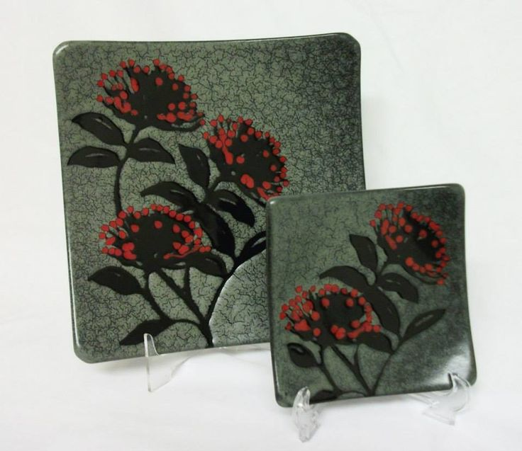 Pohutukawa plates from Painted Pacific Pottery, $86 for the large and $33 for the small. #nzmade #pottery #ceramics #pohutukawa #NZ #handmade