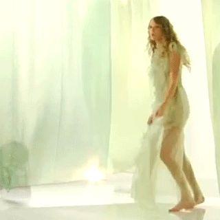 Awkward Taylor Swift Dancing. My favorite thing lately ;)