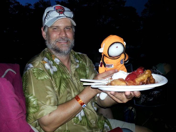 Twitter / mandolinamanda: Funnel cake #mariposalive ...
