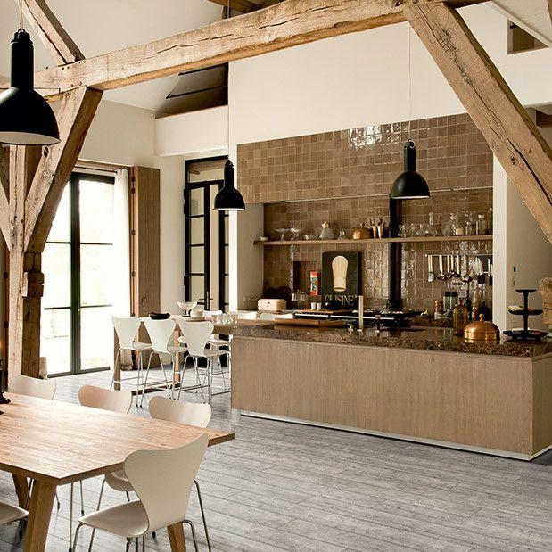 Os revestimentos vinílicos que imitam madeira recuperada é uma das últimas tendências para personalizar qualquer ambiente ao estilo eco-chic.