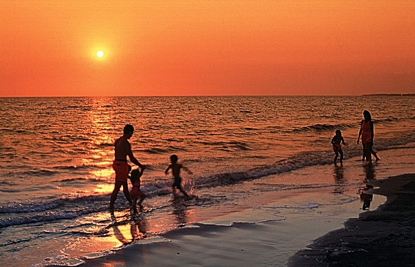 Parlee Beach, Shediac New Brunswick- Very pretty sunsets here..Lots of cottages available but you have to book ahead. This area is very popular and fills up quickly in the summertime.
