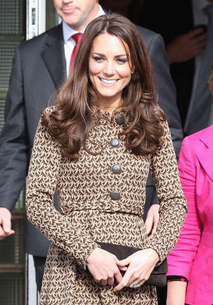 Kate Middleton Photos: Kate Middleton Visits Rose Hill School 3