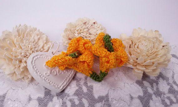 2 crochet calla flowers yellow calla appliques by Rocreanique on Etsy