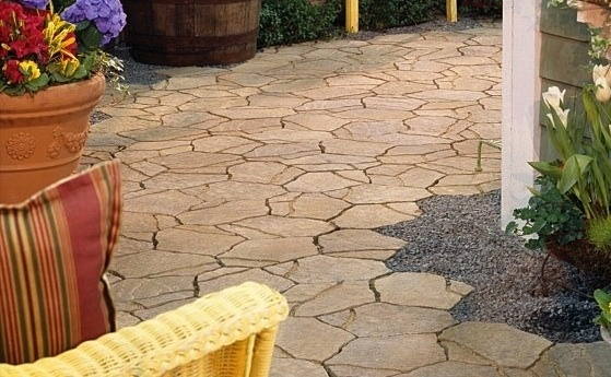 Unfinished edge: Natural Stone Pavers