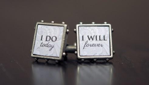 groom wedding cufflinks. precious!
