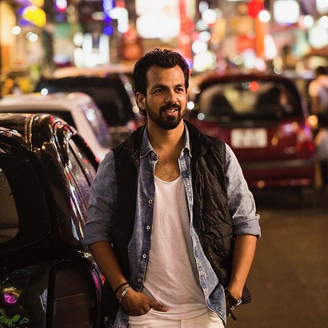 The festival of lights is just around the corner. 😎 #citylight #streetlight #streetstyling #layeringstyle #layering #festivalmode #instapic #indianfashionblogger #menstyle #menfashion #indianstreetstyle #ootn #instafollow #denimonwhite #whiteonwhite #casualstyle #thestylemirror #fashiongram #casualwear #staystylish #streetlook #smile #stylegram #streetwear #followme 😎 tap for details
