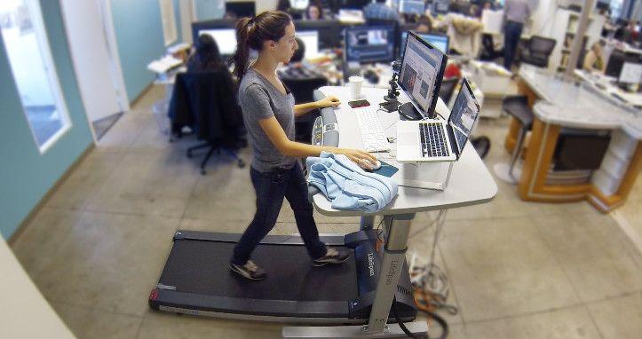 Travailler debout avec un tapis roulant