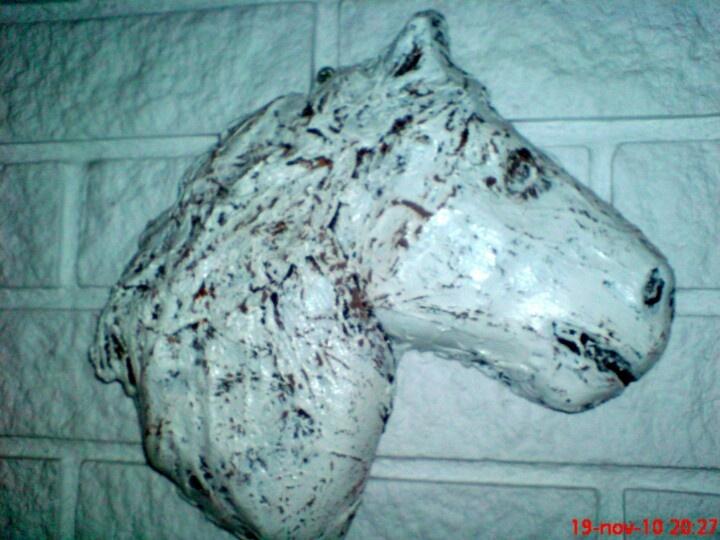 En gammel brun keramikk - hest som jeg fikset på