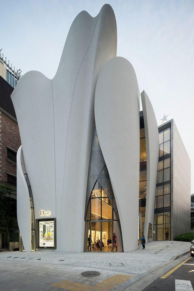 국내/서울에있는 갤러리-House of Dior입니다. 곡선들의 미를 조화롭게 살려낸 아름다운 건축물이 인상적입니다.